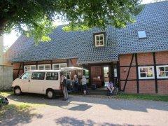Unser Begleitfahrzeug am Gemeindehaus in Kathrinhagen